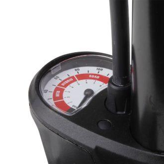 bomba de pié manómetro